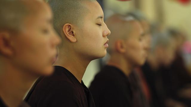 Jede Schulstunde beginnt mit Meditation , Klassen 1-12